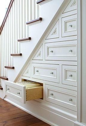 Armario empotrado bajo escaleras