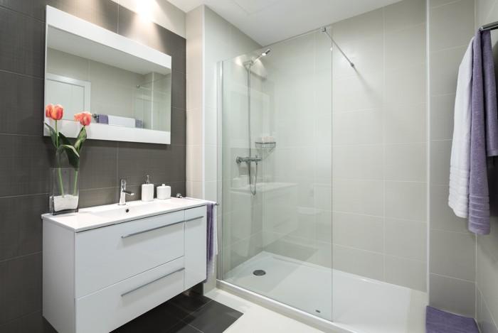 Ba era por plato de ducha haz tu ba o m s c modo - Reforma cuarto de bano pequeno ...