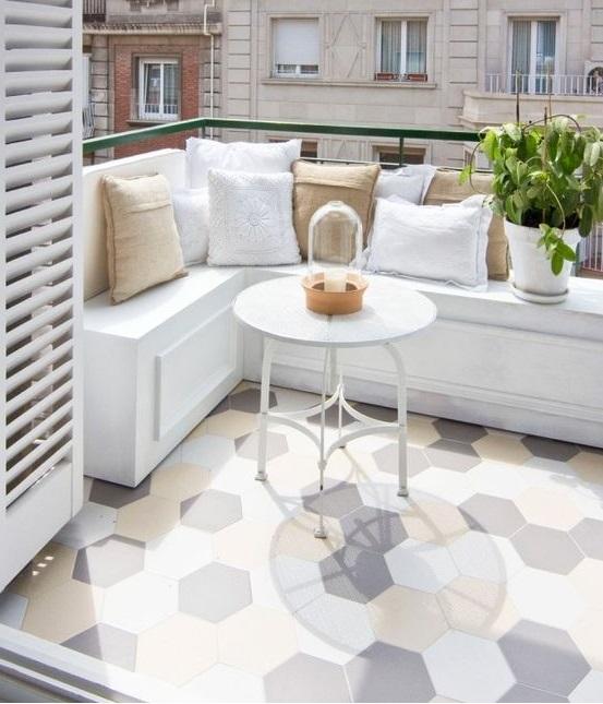 Reformar tu terraza. Terraza con suelo de mosaico