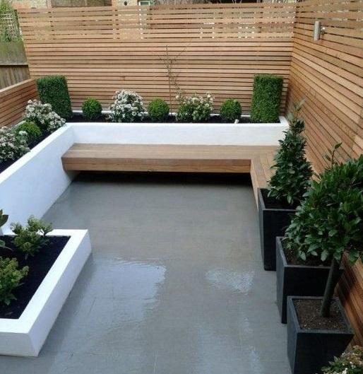 Reformar tu terraza. Terraza reformada con lamas de madera y cemento pulido