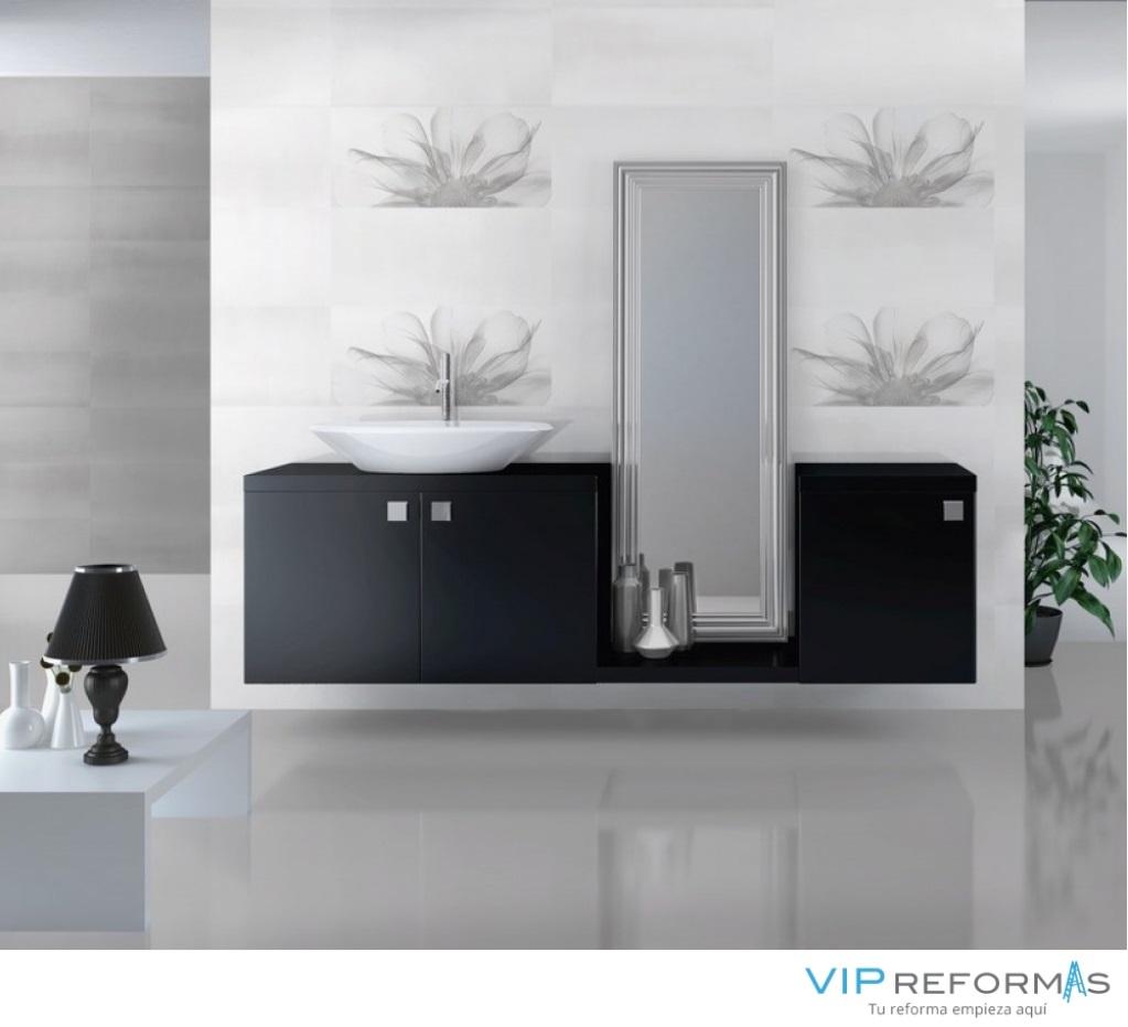 Mueble de baño suspendido con espejo. Reformas Vip