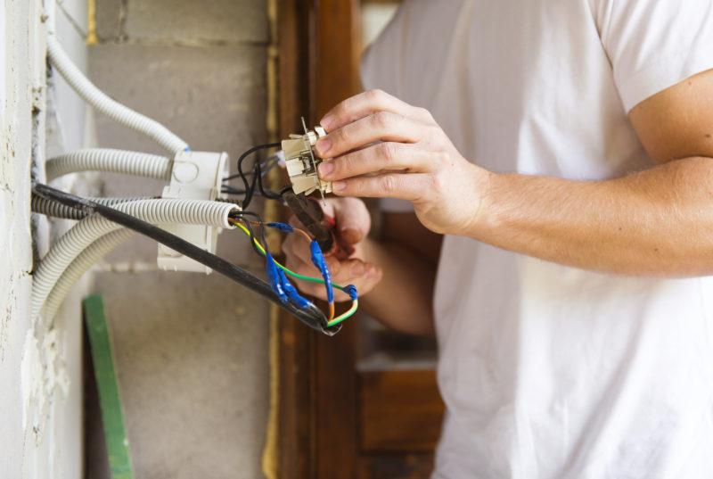 Qué se hace en el mantenimiento de casas