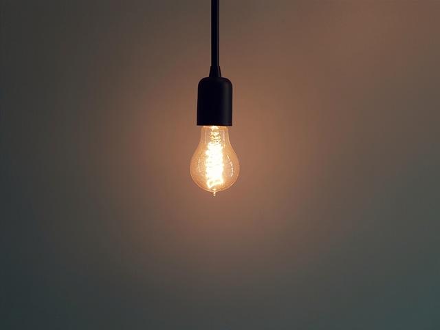Cómo iluminar un salón comedor de manera sencilla